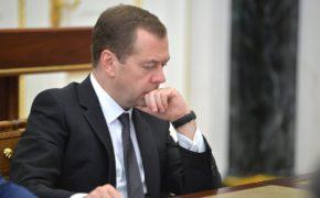 Медведеву рассказали, кто довел людей до бедности