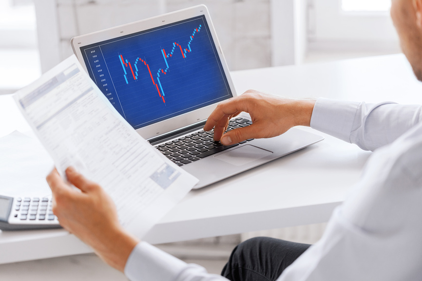 Приток инвестиций поддерживает акции и рубль