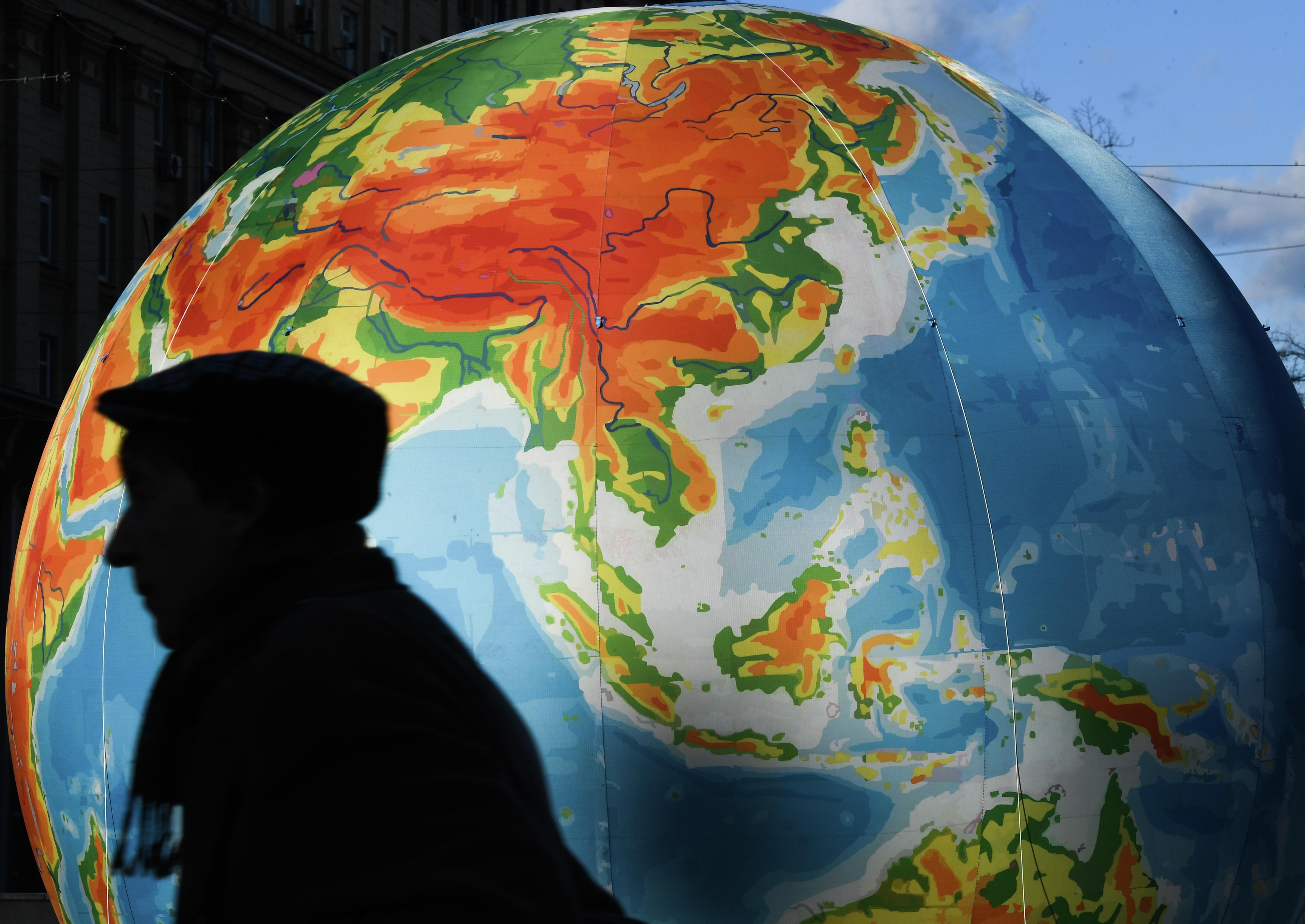 Мир в 2025 году: Обзор прогнозов