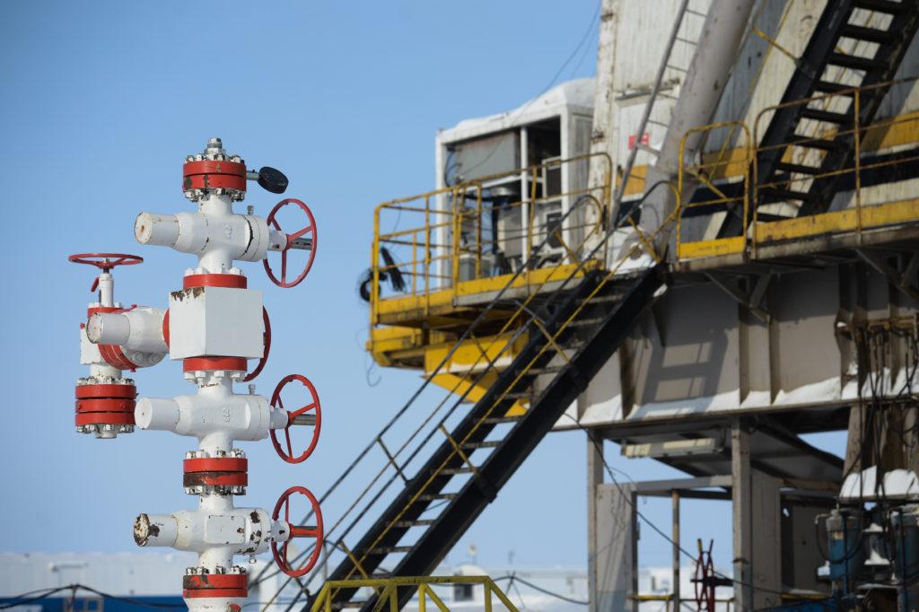 Нефть продолжает дешеветь: Brent— $64,85 забаррель, WTI— $61,23