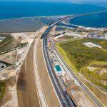 На Крымском мосту начали строить железную дорогу