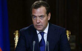 Медведев пообещал шесть трудных лет