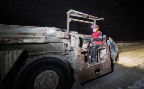 Минтруд разрешит женщинам работать на тяжелом производстве