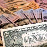 Правительство пообещало не запрещать доллар