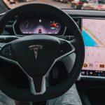 Автомобилем Tesla можно будет управлять через телефон