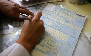 Единоросс предложил отменить оплату больничных