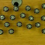 Ученые объединили 300 микророботов в один рой