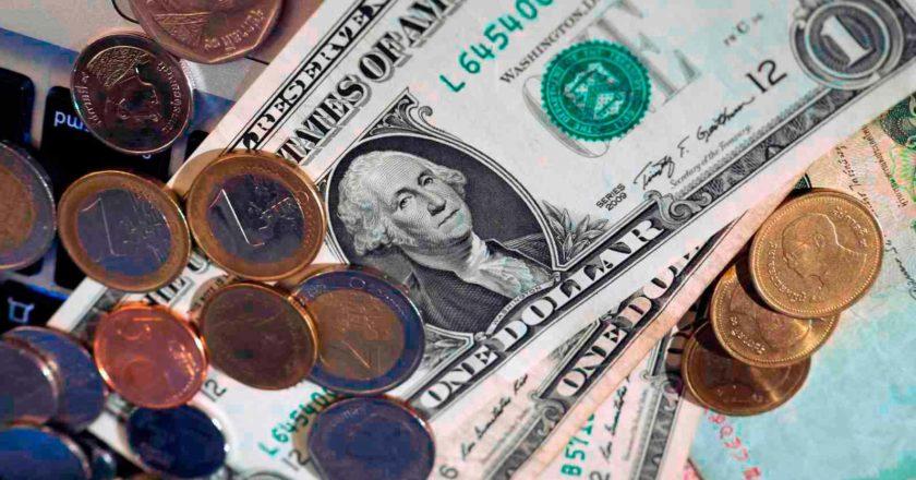 Доллар может обвалиться в следующем году