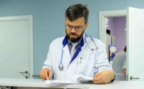 Ученые назвали неожиданные симптомы рака