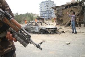 На улице Кабула после ракетного обстрела. Стрингер / РИА Новости
